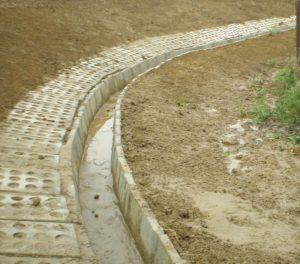 Wykonanie rowu z elementów betonowych